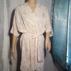Beautiful Kimono Style Vintage Robe 🌸